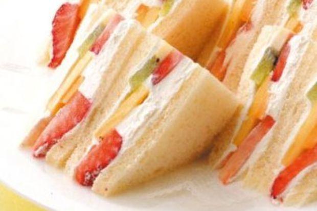 Mega meyve sandviçleri...