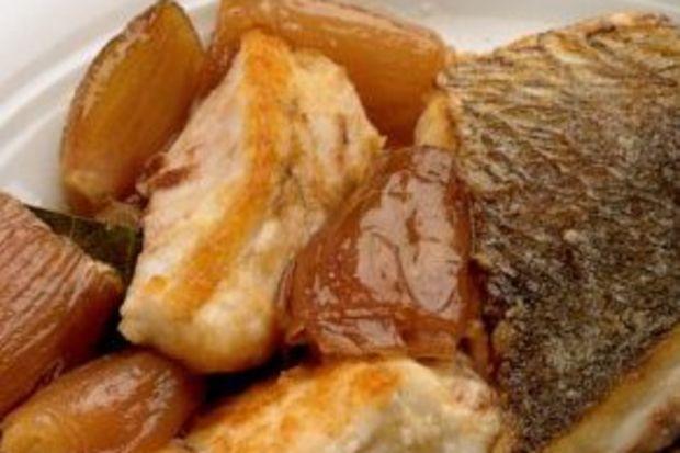 Alabalık eskalop ve tatlı ekşi soslu soğan
