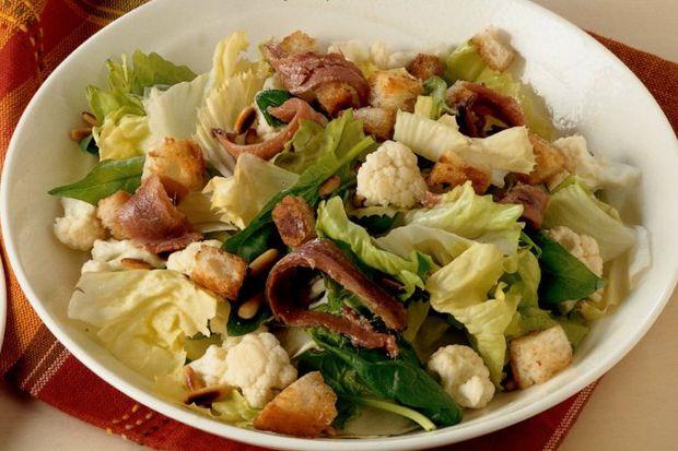 Ançüezli ıspanak ve hindiba salatası