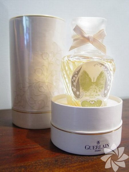 Guerlain Muguet bayan parfümü çiçeksi kokulara sahip.