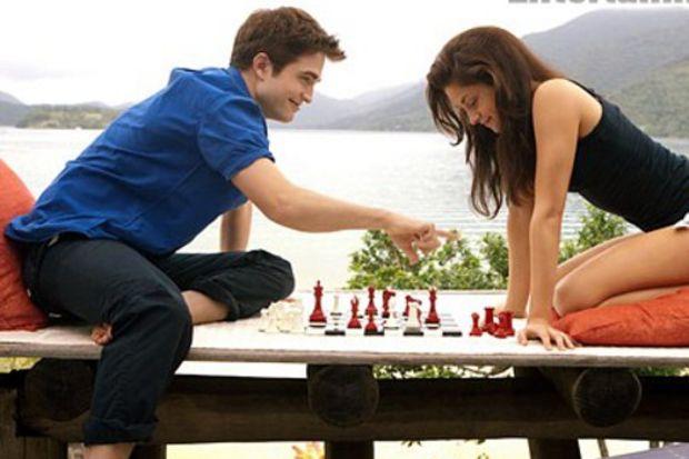 Edward ve Bella balayındalar!
