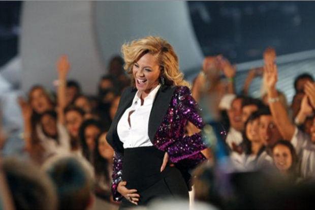 Beyonce'nin mide bulantısı dansına gölge düşüremedi!