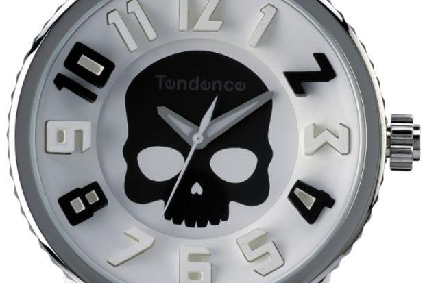 """Renkleri ve tarzlarıyla ön planda olan """"Kurukafa"""" tasarımlı saatler..."""
