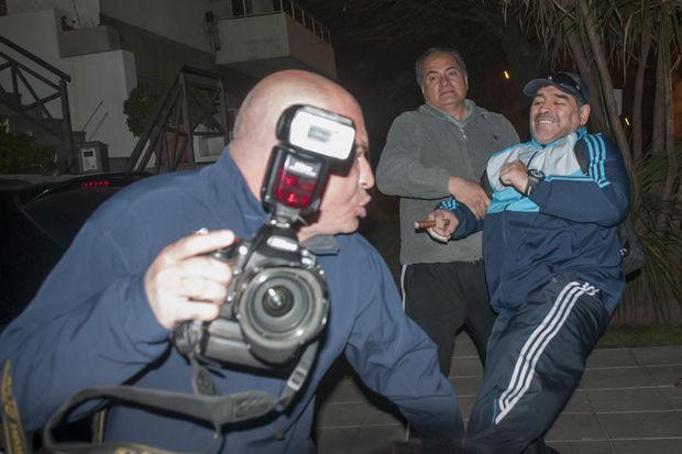 Maradona muhabire saldırdı!