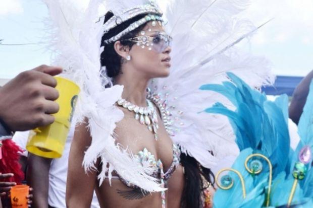 Karnaval Kraliçesi Rihanna...