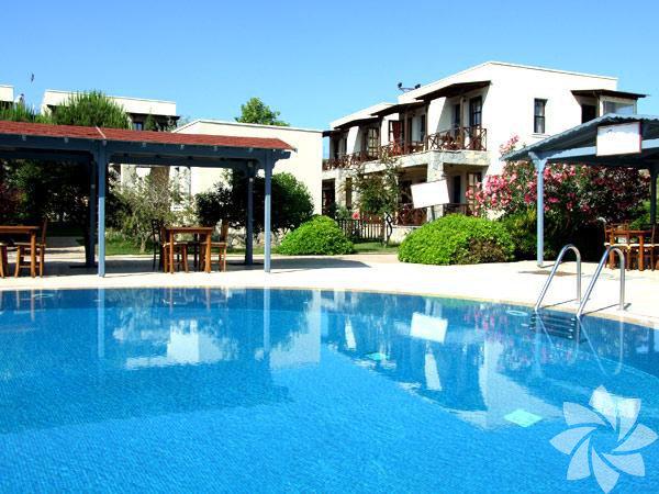 Bozcaada - Çapraz otel Ağustos ve eylül aylarında gerçekleşen bağbozumu nedeniyle düzenle düzenlenen festivaller Eylül'de balayını Bozcaada'da geçirmek için iyi bir neden. Bozcaadanın sessiz, sakin, huzurlu dönemleri eylülde başlıyor...