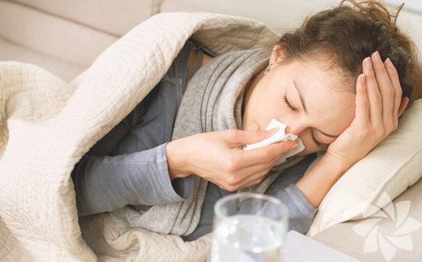 Boğazınızda bir acı hissettiğinizde ya da burnunuz akmaya başladığında grip ya da soğuk algınlığına yakalanma riskini azaltmak için geç mi kalmış olursunuz? Hiç de değil! Yapabileceğiniz en iyi şey hızlıca harekete geçmek ve hiç beklemeden bağışıklık sisteminizi güçlendirecek yiyecekler tüketerek mikropları yok etmek! İşte size soğuk algınlığı ve griple baş etmede bağışıklık güçlendirici en iyi 6 yiyecek: