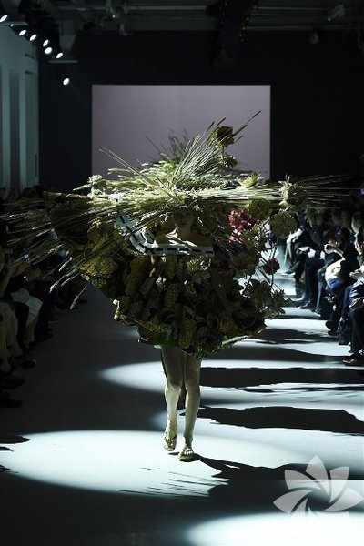 Viktor & Rolf  2015 İlkbahar-Yaz Couture Koleksiyonu