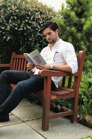 Kitap okuyan yakışıklılar!