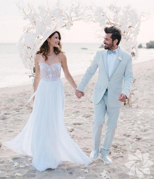Kenan Doğulu Beren Saat ile geçtiğimiz yaz evlendi.