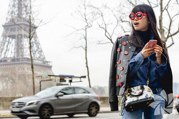 Tommy Ton 2015'in en iyi sokak stil karelerini bir araya topladı.  Tommy Ton 2015 En iyi sokak stil gösterisi