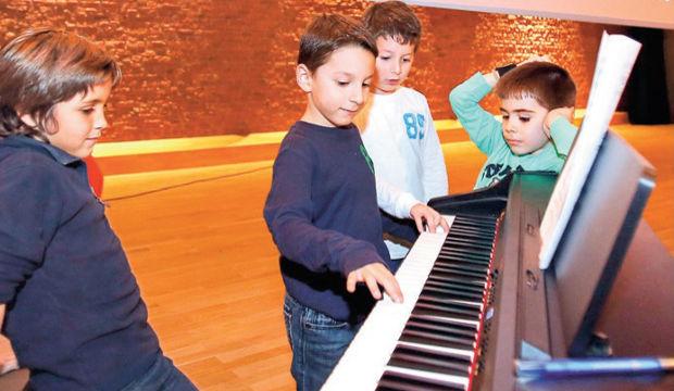 Çocuklar için müzik atölyeleri