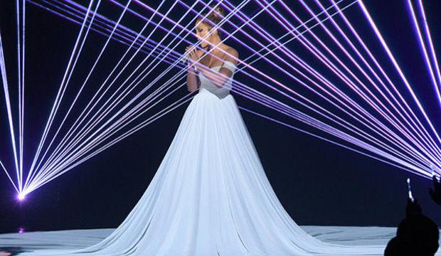 Jennifer Lopez büyüledi...