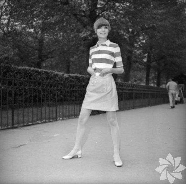 60'lı yıllarda birçok moda anlayışı benimseniyordu ancak bir tanesi vardı ki tüm kuralları alt üst eden; yıllara meydan okuyan bir trenddi: Mini etek! Günümüzde de sıklıkla kullanılan bu ikonik parça hikayesine olaylı başladı.