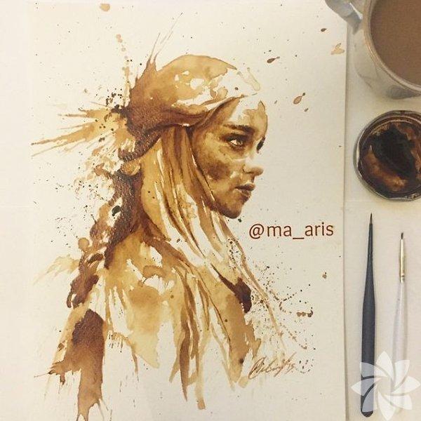 Maria A. Aristidou, kahve ve çikolata aşkını böyle dile getiriyor. Maria A. Aristidou'nun resim yapmak için kullandığı malzemeler biraz farklı.