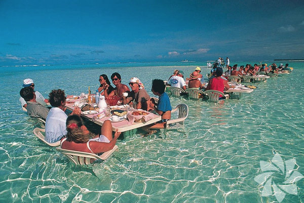Bu deniz restoranda, Bora Boa