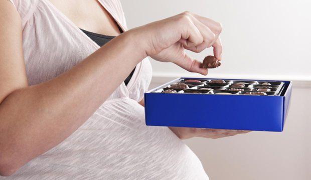 Hamileyken çikolata yemek bebeğe faydalı