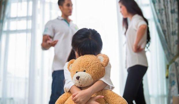 Zehirli bir ebeveynle büyüdüğünüzün 7 işareti