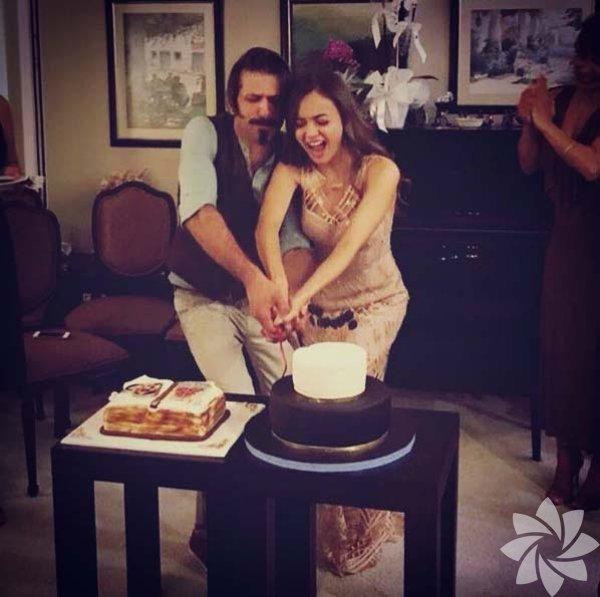 """5 sene önce Osman Sınav'ın """"Uzun Hikaye"""" filminde birlikte oynayan Damla Sönmez ile Ushan Çakır evlenme kararı aldı."""